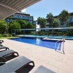 Lounge and pool